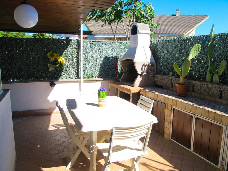 Lovely in Cerveteri just 5 min.by car to the beach, holiday rental in Cerveteri