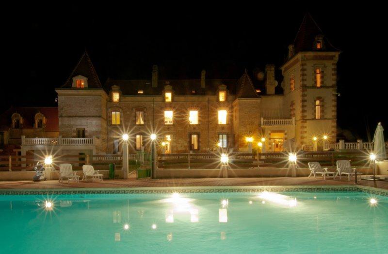 Appartement dans domaine avec pisicne, holiday rental in Saint-Arroumex