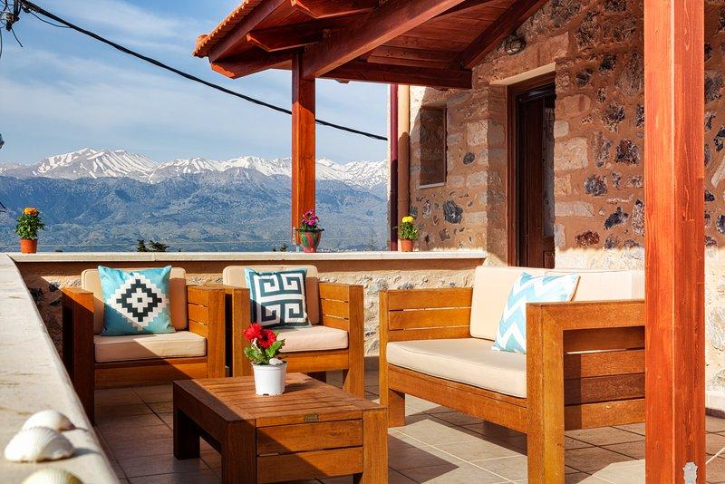 Villa Eleonas  Stone-built villa with private pool, holiday rental in Kefalas