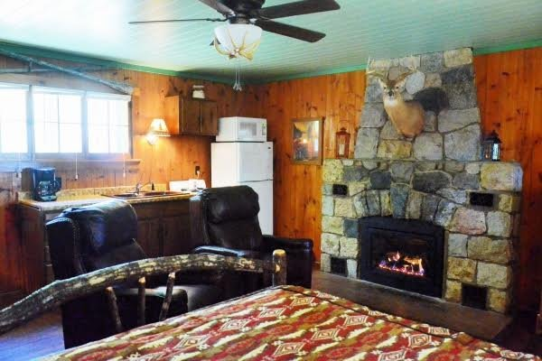 Studio cabin with queen bed and full kitchen