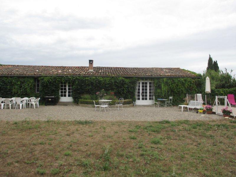 les buis gite a carcassonne, holiday rental in Cavanac