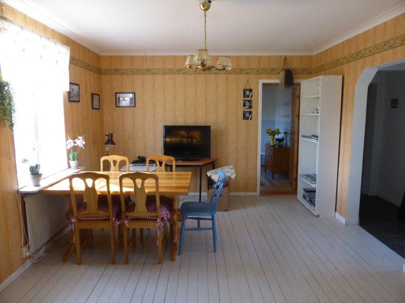 Fiskestuga 70-75 kvm. 2-5 personer., holiday rental in Norråker