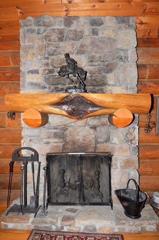 En los meses más fríos, enroscarse por la quema de madera, chimenea de piedra.
