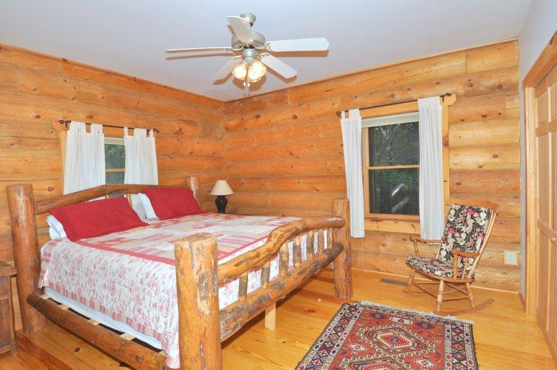El dormitorio principal con cama King (Nivel Principal)