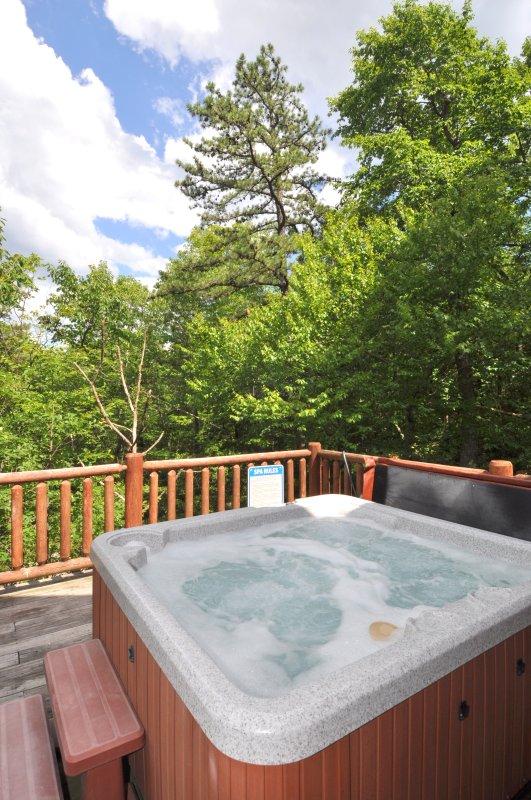 Relajarse en la bañera de hidromasaje mientras contempla el cielo estrellado. Sentir la brisa de la montaña calmante.