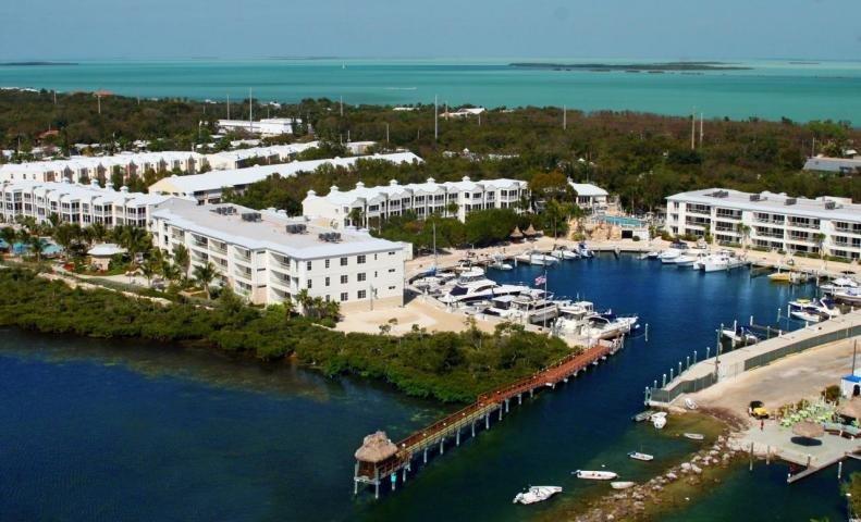 Vista aérea de Oceanfront Resort y Marina