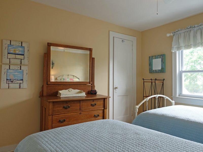 # 2 Schlafzimmer