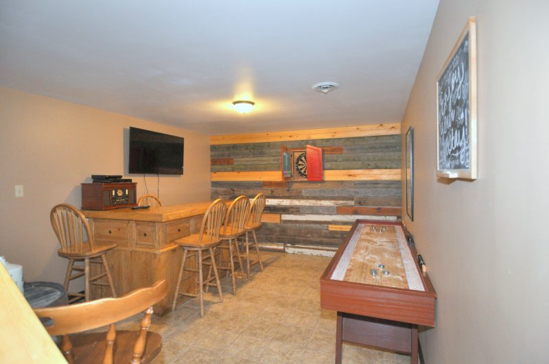 Lower Level Game Room/Man Cave. Watch some Dish Network from the Bar!