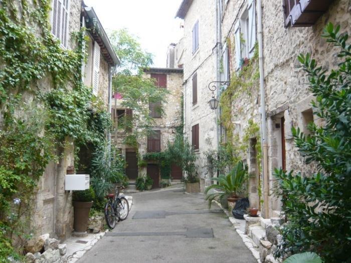 8 rue de la Coste - Haus mit dem Fahrrad nach links