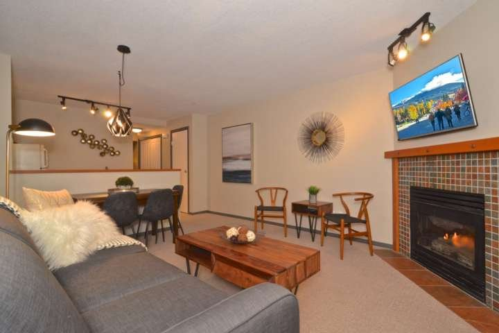 Full RENOVATION July 2017- Beautiful modern townhouse plus PRIVATE HOT TUB; Vill Chalet in Whistler