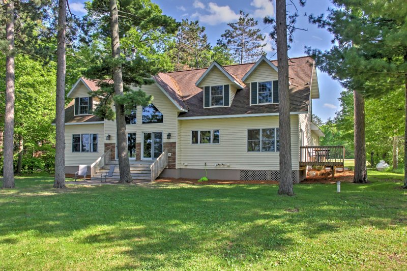 Kick back and relax in this 4-bed, 2.5-bath vacation rental house on Loon Lake!