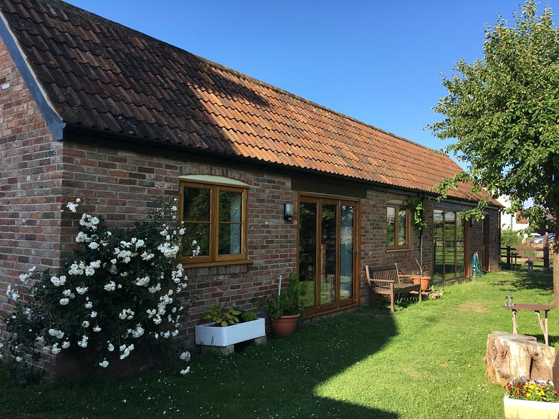 The Cottage at Winslade Farm - a spacious and comfy holiday cottage, casa vacanza a Catcott
