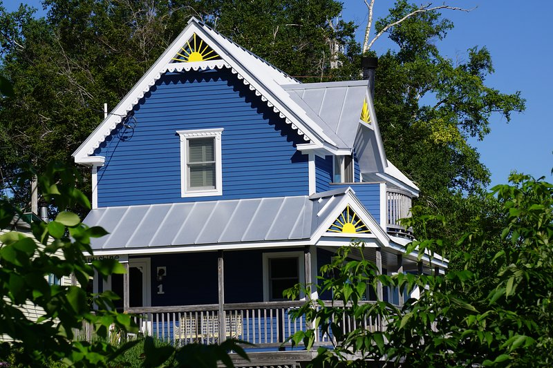 Side of Bayside Sunshine Cottage