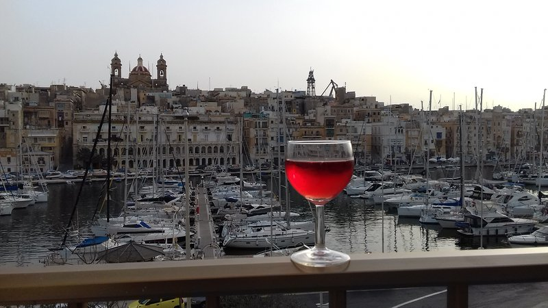 The sweet and comfortable apartment which you can see the 3 Cities., alquiler vacacional en Birgu (Vittoriosa)