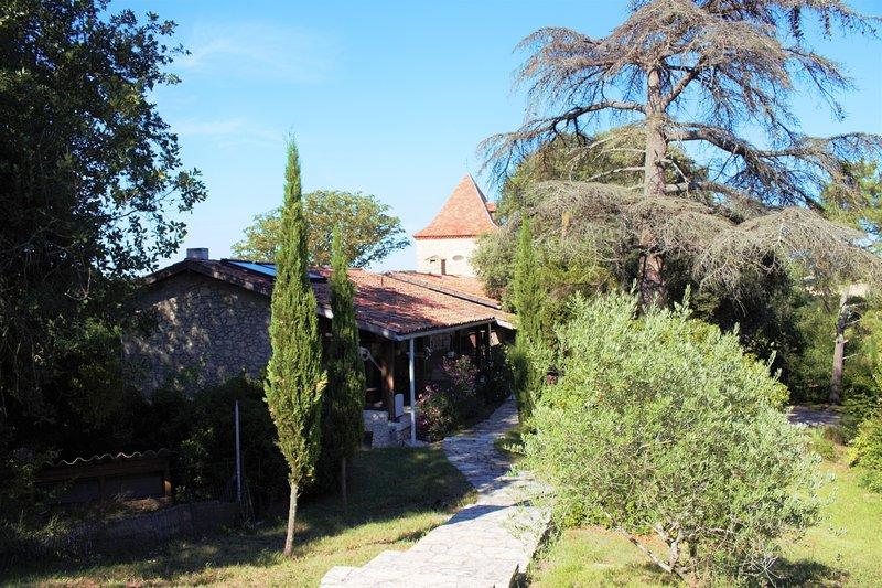 Vacances-Gîtes de charme-Piscine / Jacuzzi, vacation rental in Saint-Puy