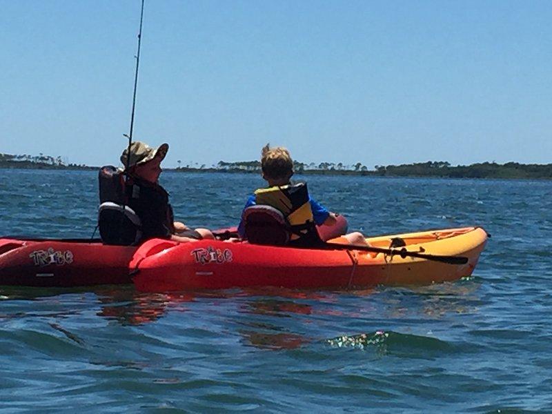 alquiler de kayak disponible en el parque estatal adyacente