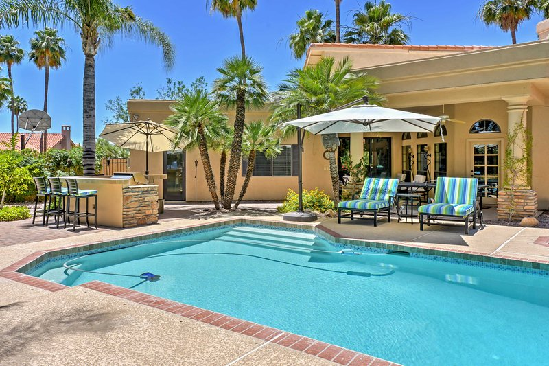 This 4-bedroom, 3.5-bathroom, 3,300-square-foot luxury vacation rental home provides exceptional accommodations for 8 guests in the prestigious Oakhurst area.