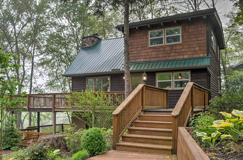 Plan your next North Carolina escape to this completely remodeled, A-frame vacation rental cottage that offers 3-bedrooms, 2.5-bathrooms.