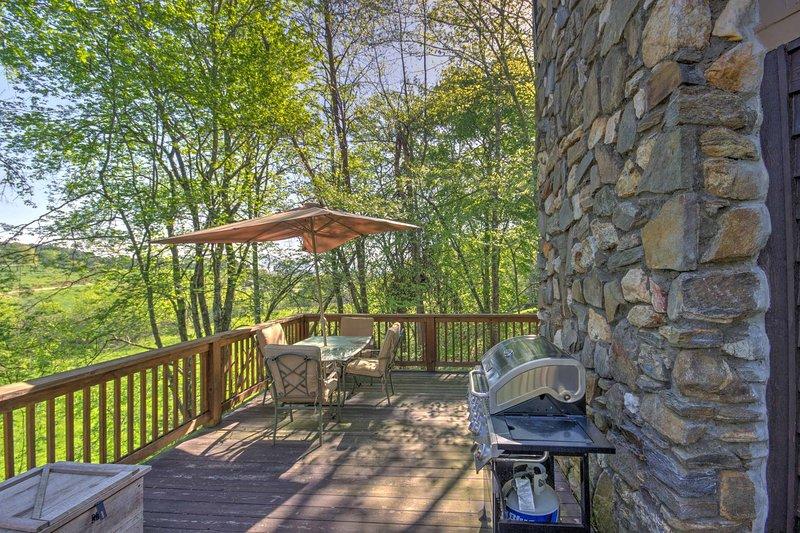Relájese en la terraza grande y disfrute del aire fresco de la montaña.