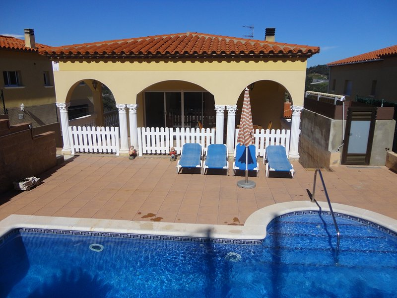 VILLA MI CASA, WITH PRIVATE POOL, WIFI, PARKING, vacation rental in Calonge