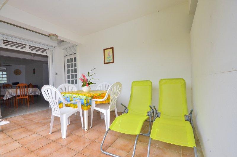 Appartement situé au rez-de-chaussée , accessible aux personnes à mobilité réduite