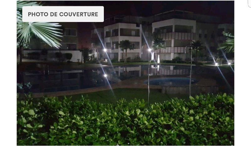 Bel appartement avec piscine, vacation rental in Bouznika