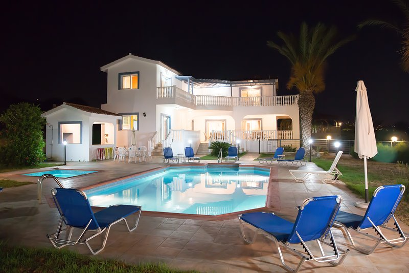 Villa Georgia in Coral Bay, vacation rental in Peyia