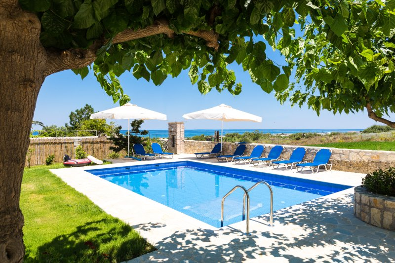 Villa Pinelopi - Seafront Villa 350m Away from Organised Sandy Beach, vacation rental in Apokoronas