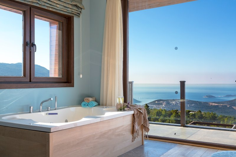Master bedroom; jacuzzi and endless forest and Mediterranean sea view