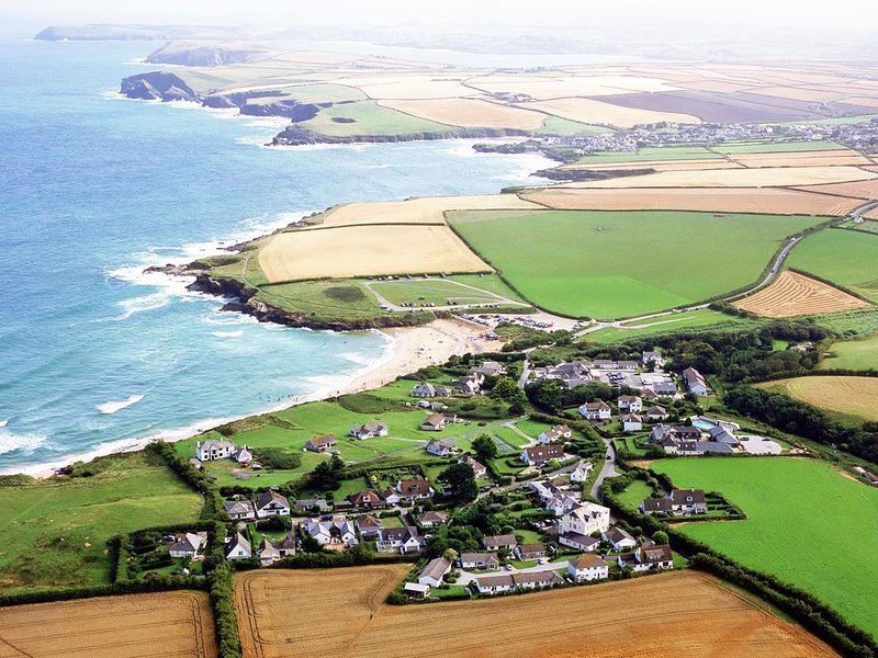 Delfi Garden Apartment at Yellow Sands Cottages, HARLYN BAY, near  P a d s t o w, holiday rental in Padstow
