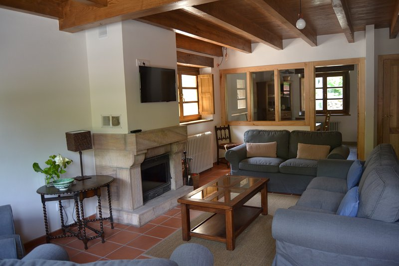 Casa de Aldea Corte del Rondiellu, holiday rental in Robellada