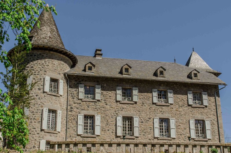 "Charming guest rooms and character ""Château Puech Ol 'Vic-sur-Cère (Cantal)"