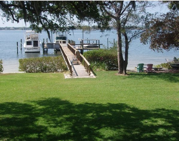 Very Rare! Adorable Cottage on Snead Island, Boat Dock & Beach 250 ft., vacation rental in Palmetto