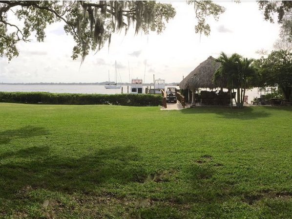 Gorgeous Beach Front Apartment Steps From 100Ft Fishing Dock And Sandy Beach., vacation rental in Palmetto
