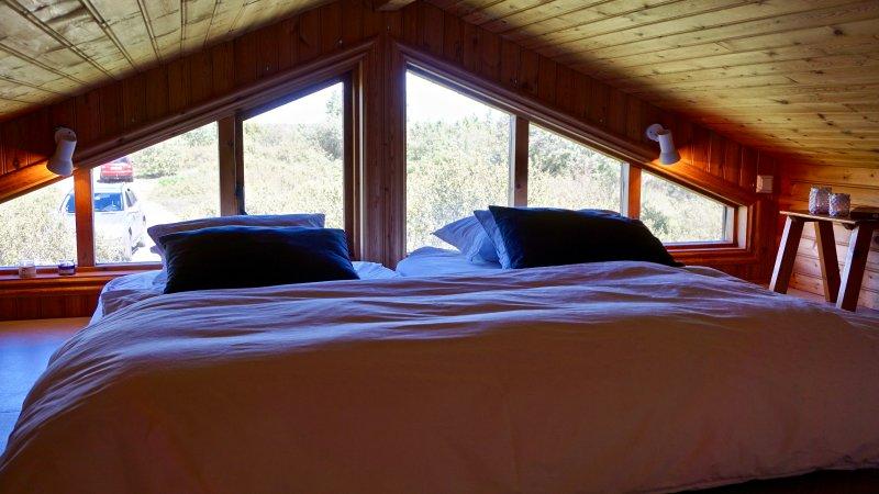 Dormitorio III. El popular altillo con camas y persianas