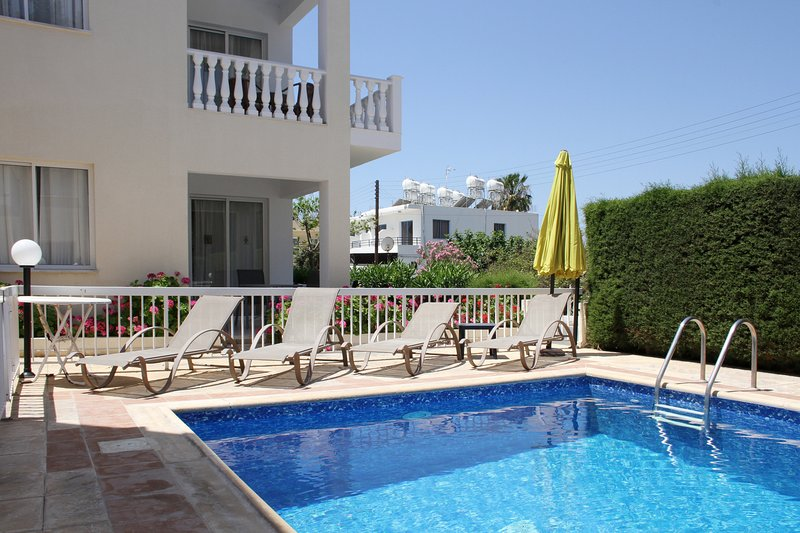 4 Ground Floor 1 Bedroom Apartment Kato Paphos, vacation rental in Paphos