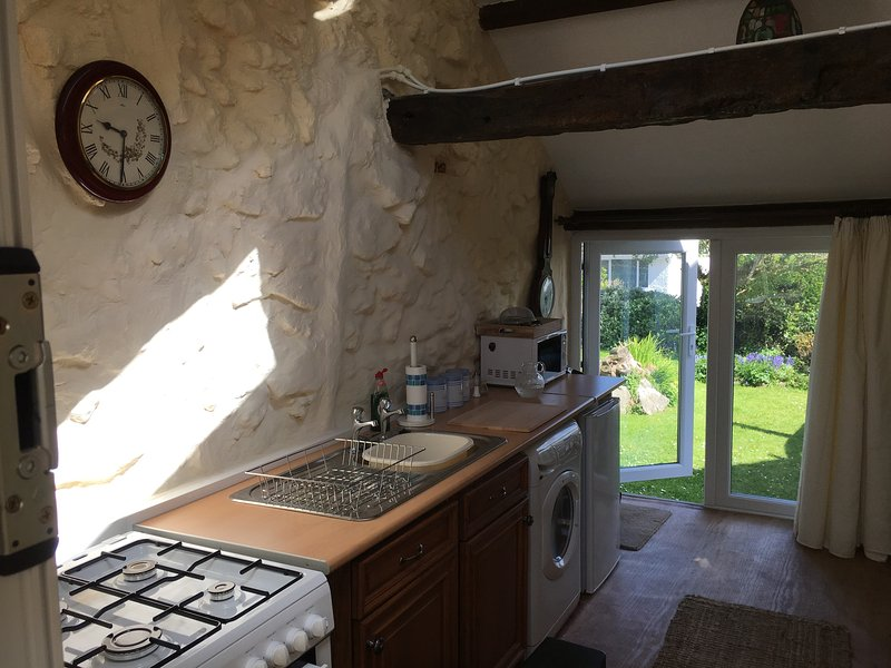 Apartment for hire in the village of Moelfre, holiday rental in Moelfre
