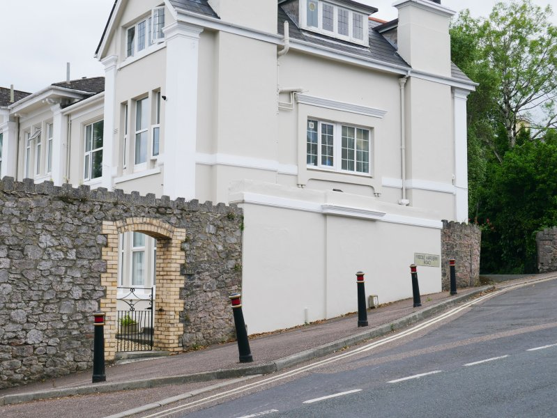 Building has great location and was childhood home of comedian Peter Cook.