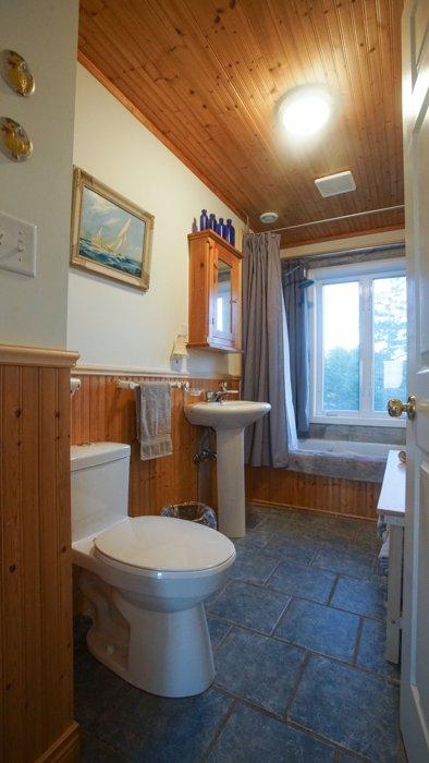 2nd floor bathroom, with rain shower & spa bath
