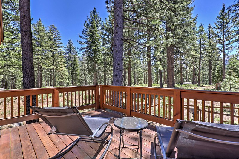 South Lake Tahoe Home by Nat'l Forest & Heavenly! UPDATED