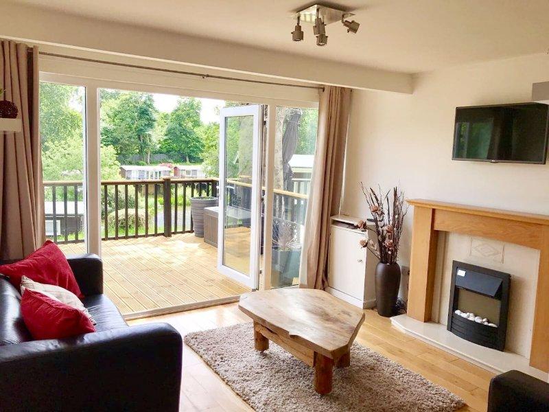 North Wales Lake View 2 Bedroom Chalet, vacation rental in Caernarfon