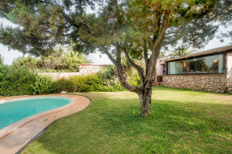 Porto Cervo Villa Sleeps 6 with Pool and Air Con - 5416026, holiday rental in Liscia di Vacca