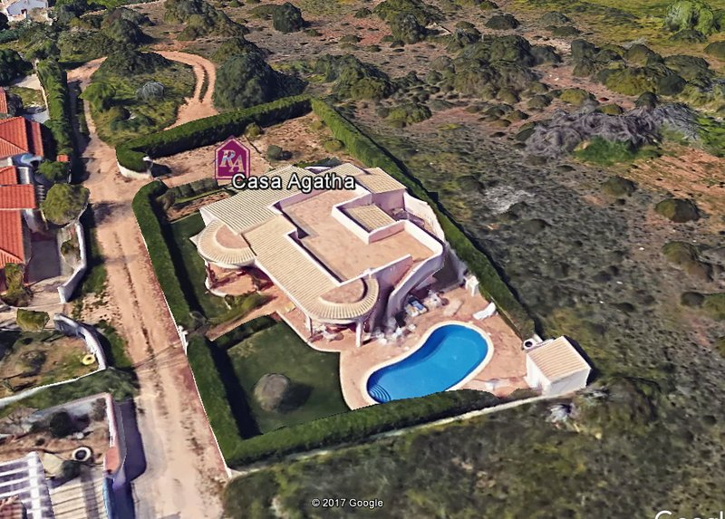 Casa Agatha, 3 bedroom villa surrounded by a private pool and lovely garden, vacation rental in Burgau