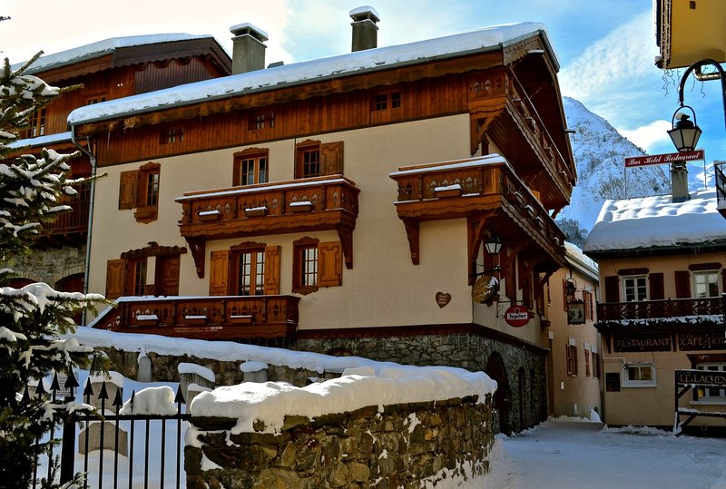Chalet Alice Velut - A traditional Savoyard ski chalet situated in the heart village of Saint Martin