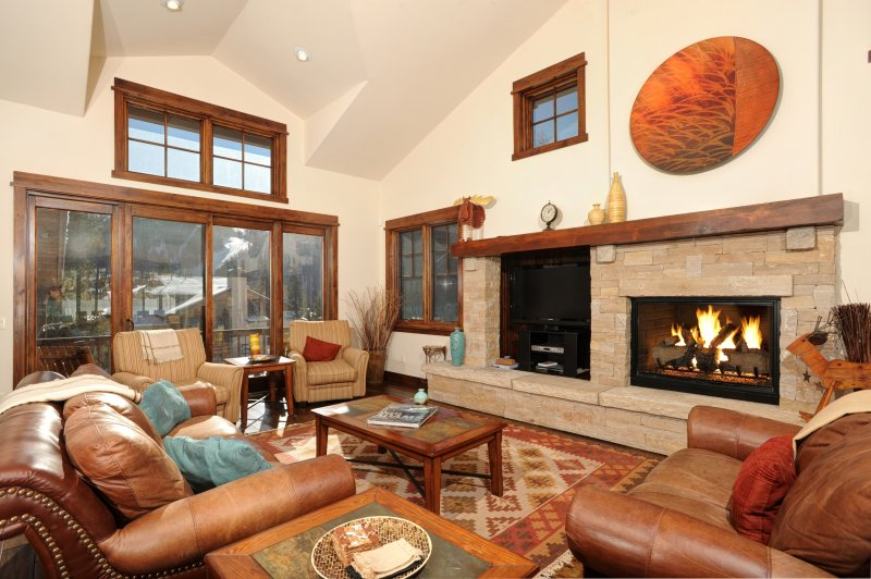 *Beautiful* 4Br Townhome w/ Private Hot tub! Kids Ski Free!, location de vacances à Keystone