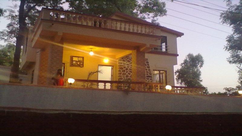 Serene Villa In Panchgani, holiday rental in Wai