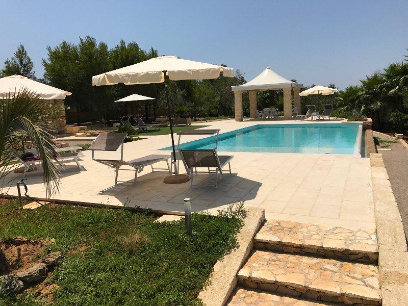 WHITE POOL Matino - Gallipoli (2pl), aluguéis de temporada em Matino