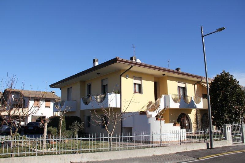Casa fra´ Venezia e Jesolo zona molto tranquilla nei pressi del fiume Sile, location de vacances à Meolo