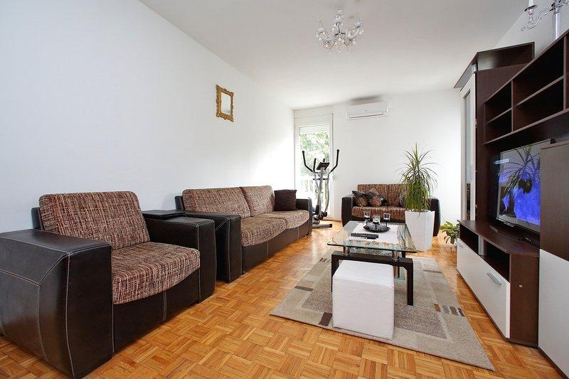 sala de estar (aire acondicionado, smart tv, wi-fi)