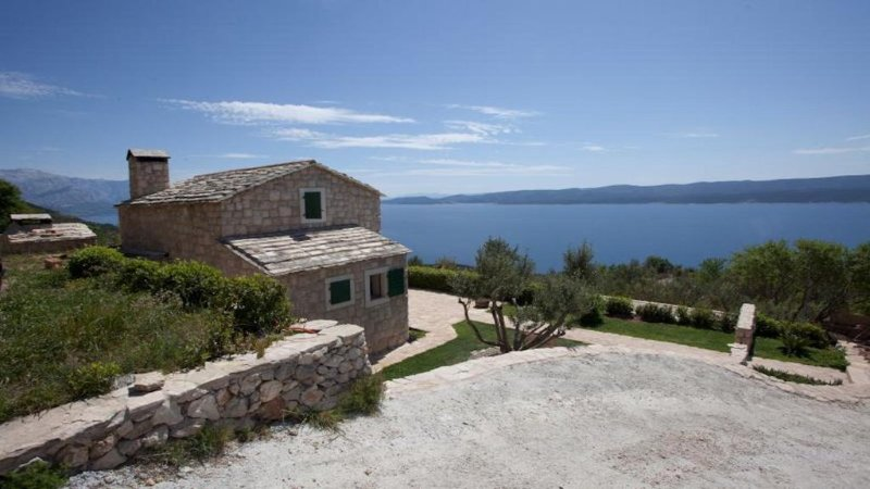 New Dalmatian Stone House with Private Pool and Beautiful Sea View, alquiler de vacaciones en Lokva Rogoznica